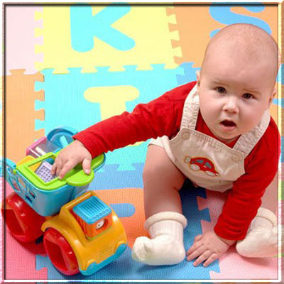 В какие игрушки играют мальчишки? Почему они так любят машинки?