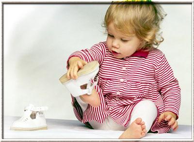 Когда стоит покупать обувь малышу