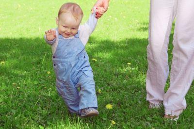 Первый шаг ребенка