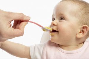 Когда давать ребенку твердую пищу?