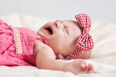 Почему новорожденный плачет, когда писает?