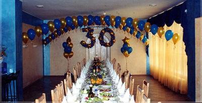 Как украсить стол на юбилей?