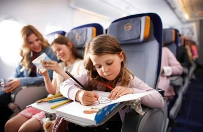 Как лететь с ребенком в самолете?