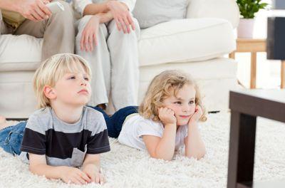 Вредно ли смотреть телевизор ребенку?