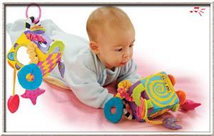 Первые игрушки младенца